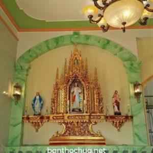 Những mẫu bàn thờ Công giáo trong phòng khách bằng gỗ đẹp
