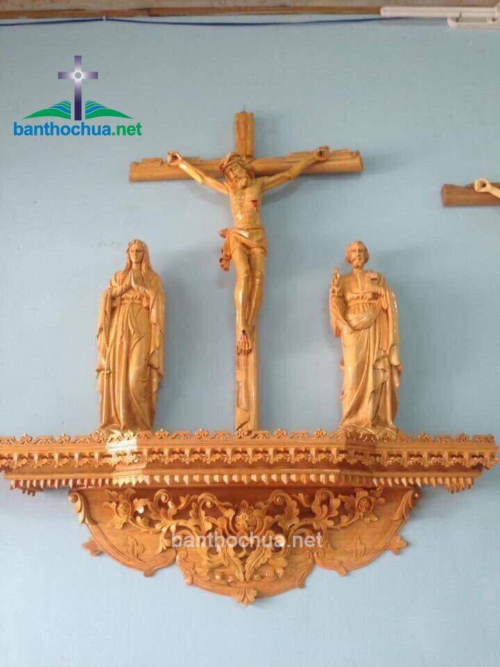 Các mẫu bàn thờ Thiên Chúa đẹp cho gia đình công giáo trong phòng khách
