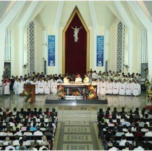 Có được đặt tượng Chúa Phục Sinh trên thánh giá?