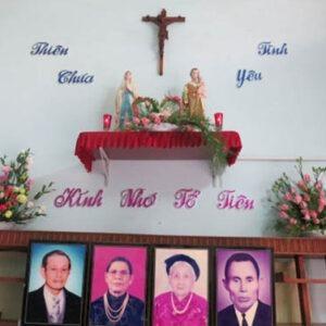 Gia đình Công Giáo có được lập bàn thờ gia tiên, nhang đèn, van vái hay không?