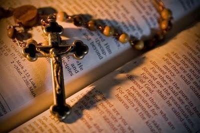Thiên Chúa cấm tạc vẽ ảnh tượng, sao người Công giáo lại thờ kính.