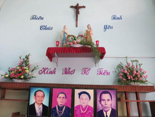 Thờ Chúa, Thờ Công Giáo - Đạo Công Giáo tôn thờ Thiên Chúa và kính nhớ Tổ Tiên