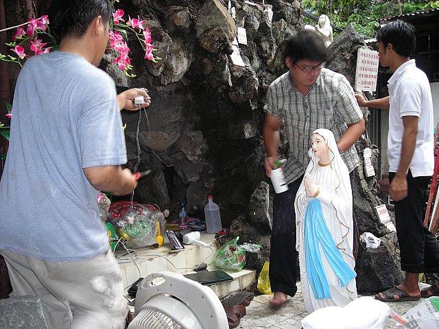 Hang Đá Đức Mẹ Ở Bệnh Viện Chợ Rẫy và Các Nhân Chứng Được Ơn Đức Mẹ