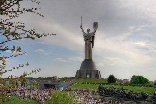 Choáng ngợp ngắm 7 bức tượng cao nhất thế giới