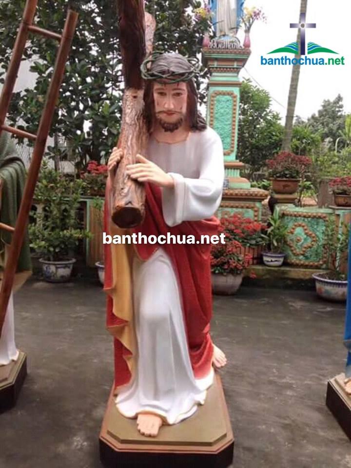 tượng chúa vác thập giá gỗ