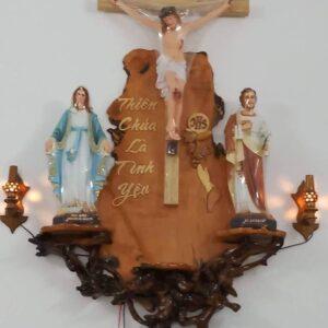 Bàn thờ gỗ gốc cây BT68