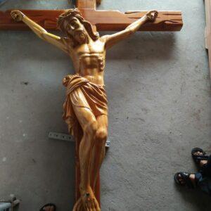 Tượng Chúa Chuộc tội bằng gỗ